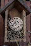 9/ Vul zo geleidelijk het nestkastje verder op.